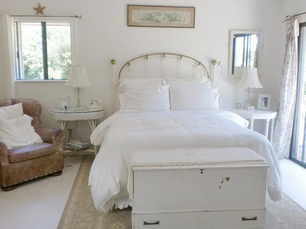 White Shabby Chic Bedroom