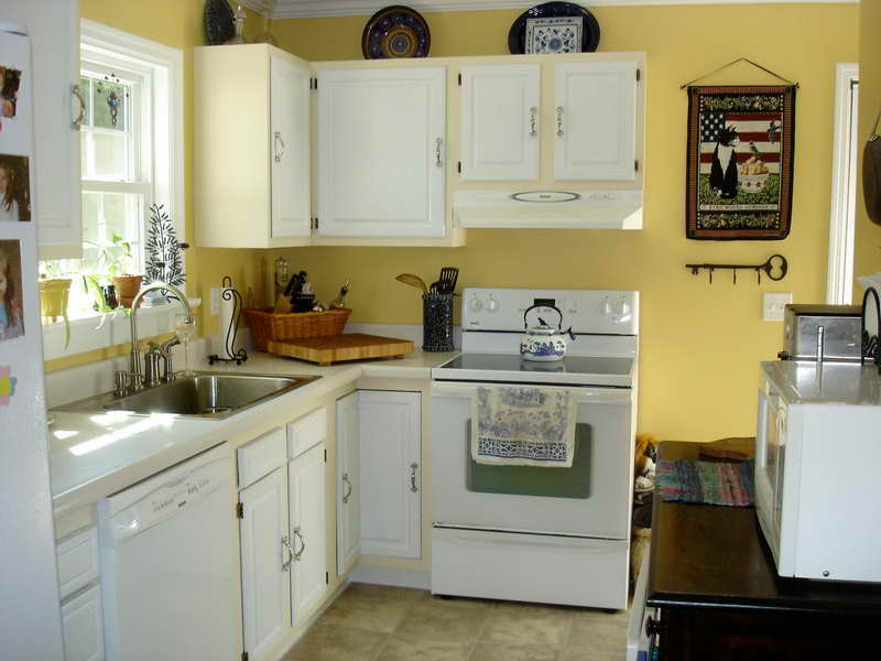 Paint Colors for Kitchen with White Cabinets