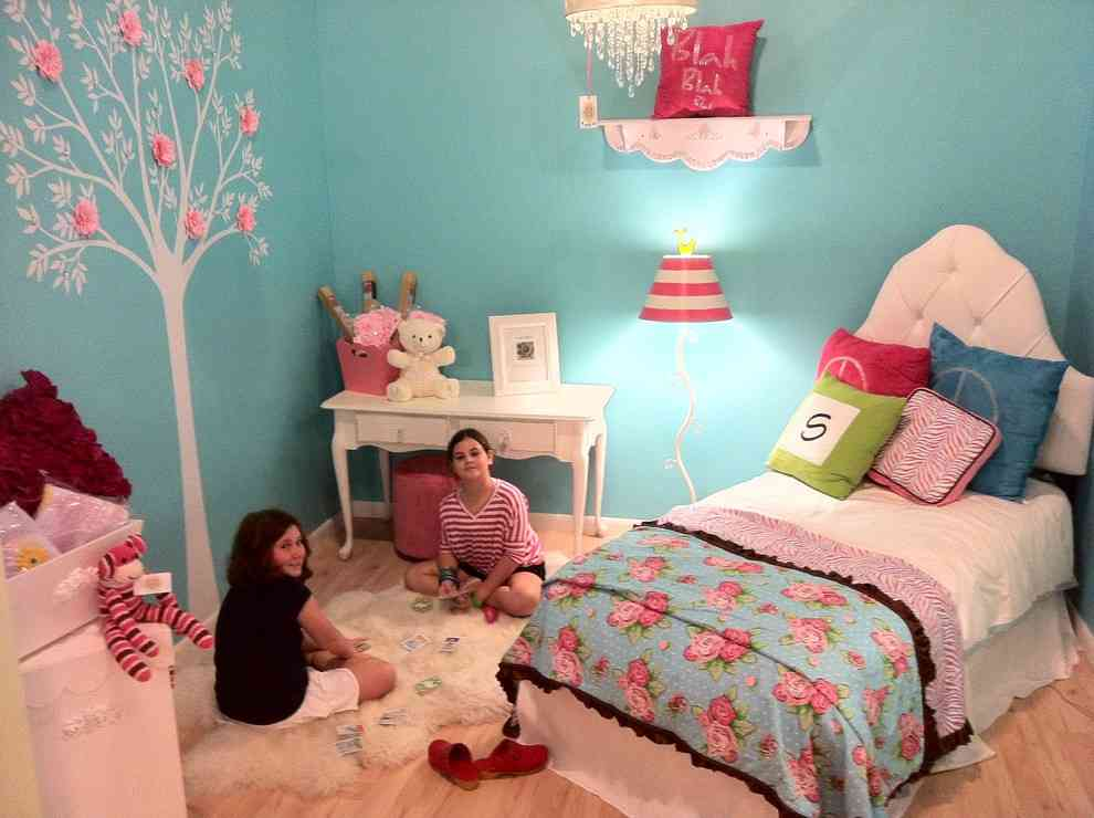 Girls Teal Bedroom