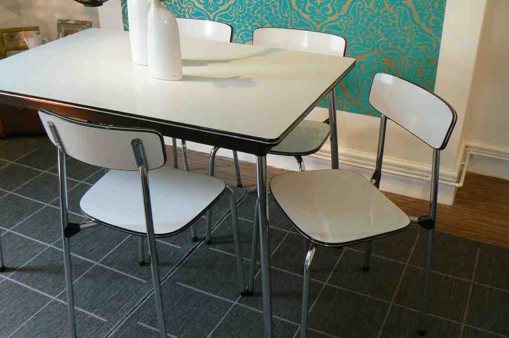 Formica Kitchen Table And Chairs Decor Ideas