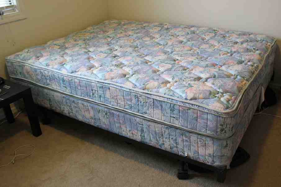 Queen Size Bed Mattress and Box Spring
