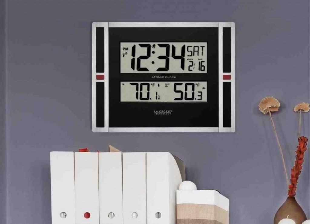 La Crosse Atomic Digital Wall Clock